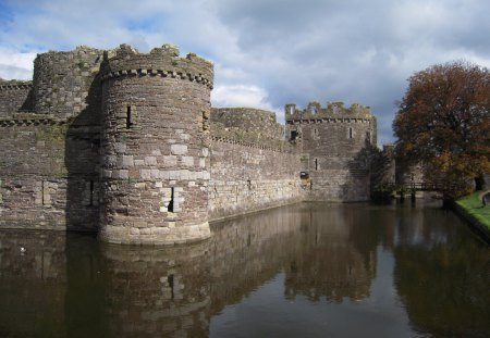 Castle Beamaris in Wales - castles, wales, moats, ancient stonework