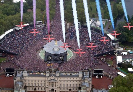 Red Arrows - red, buckingham, palace, arrows