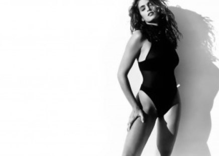 Cindy Crawford - BW - sensual, pretty, splendid, black and white, beautiful, woman, cindy crawford, nice, supermodel, famous, beauty, face, long hair, star, big hair, celebrity, legs, tempting, sexy, lips, brunette, bw, body, makeup, passion, eyes, fashion, style