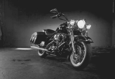 Black & White Harley - motorcycle, white, harley, bike, black, black and white