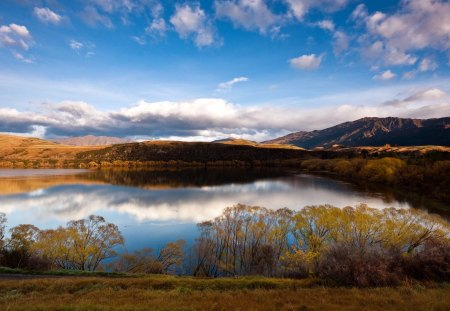 Lake Hayes in New Zealand - lakes, nature, new zealand, reflection