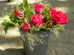 RED ROSES TO GO