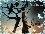 Tori Amos - Beekeeper by a tree
