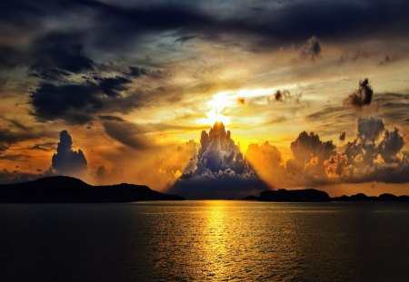 Beautiful Horizon - pretty, horizon, ocean, beautiful, sunset, sky, clouds, lake, sea, water, sunrise