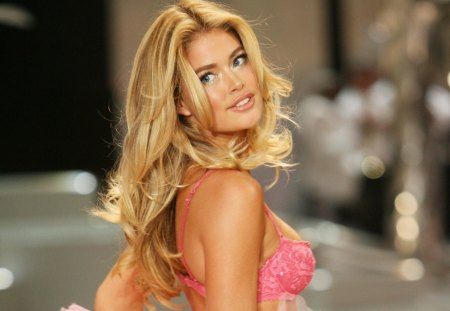 Doutzen Kroes - celebrity, models, lingerie, dutch, beautiful, pink lingerie, netherlands, people, victoria secret angel, doutzen kroes