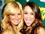 miley and ashley tisdale!!