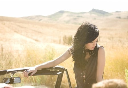 Katy Perry - desert, babe, hd, beautiful, woman, sexy, brunette, cool, katy perry, car, 1080p, hot, beauty