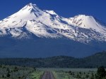 majestic mount shasta in california
