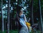 Bella ragazza nel bosco