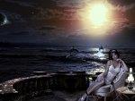 Bellissima ragazza sul mare di notte