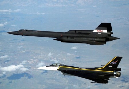 F-16XL and SR-71 in Formation Flight - f16, sr71, formation, plane