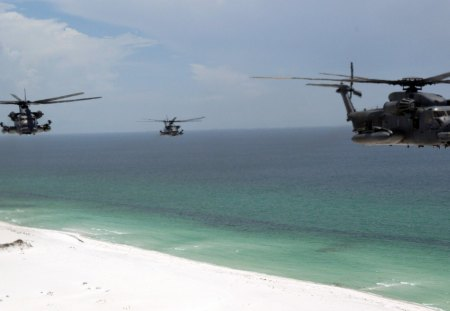 helicopter gunship flying - gun, sea, helicopter, flying