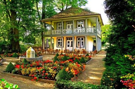 house with garden - Houses Garden
