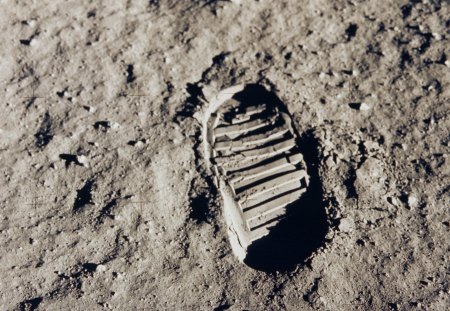 First Footprint on the Moon - footprint, apollo 11, niel armstrong, moon, first footprint