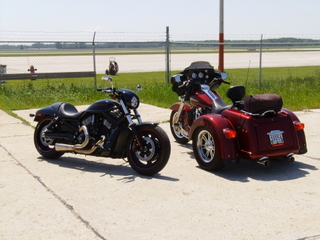 Ready for flight - Airport, Trike, Harley, Vrod