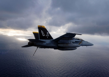 F 18 On Approach - carrier approach, F 18 On Approach, f 18 super hornet, f 18 hornet