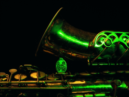 SUPER SAX - saxaphone, songs, music, photos, beautiful, old, instrument, close up, green, musical