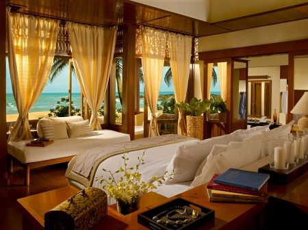 Luxury tropical suite overlooking beach and ocean for Tropical hotel decor