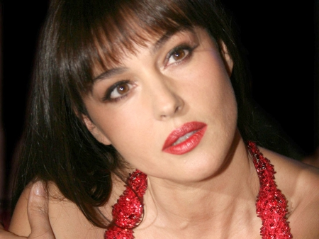 Monica Bellucci - latina, female, babe, Monica Bellucci, sexy, brunette, sensuality, actress, curvy, hot, beauty, voluptuous, italy