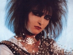 "Siouxsie Sioux holding ""baby's breath"" flowers (widescreen)"