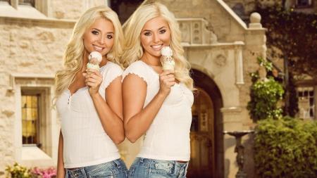 Blonde sexy twin pics 965