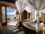 Four Poster Bed overlooking Beach