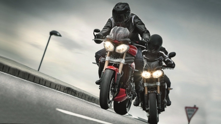 Motorcycle Couriers - Motorcycles, Motorbike, Triumph Motorcycle, British Motorcycles, Triumph Speed Triple