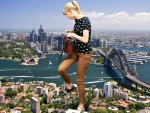 Giantess Talyor Swift in Sydney