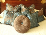 Bedroom decor_cushions_brown-blue