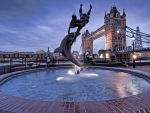 fantastic fountain statue by the tower bridge hdr