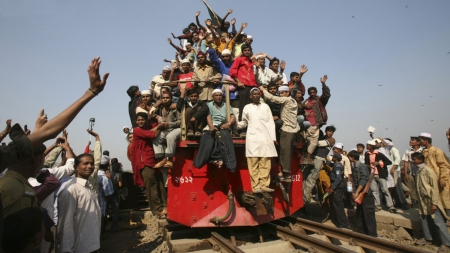 Over loaded train - train, over, loaded, people