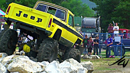 JEEP DRIVING AT THE ROKS - wallpapers up, prime portal, sema show, socal customs