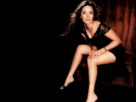 waiting - legs, actress, sexy, Holly Marie Combs