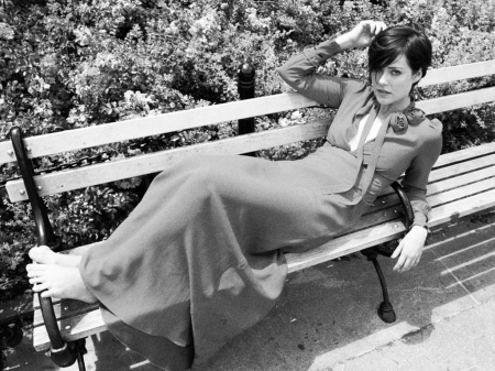 Megan Boone - black white, Megan Boone, bench, beautiful, The Blacklist, Boone, actress, wallpaper, 2014, Megan