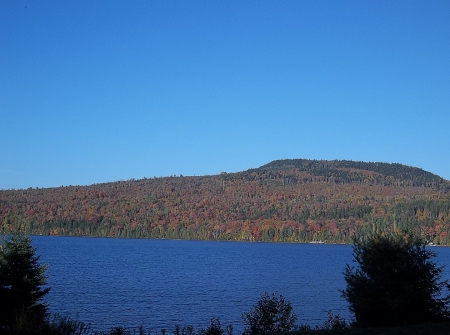 Autumn in Maine - forest, fall, autumn, trees, sky, lake, mountain, leaves, Maine