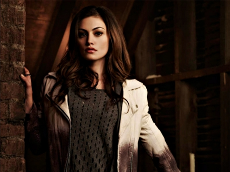 Phoebe Tonkin As Hayley Tv Series Entertainment