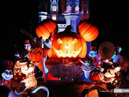 Disneyland Halloween - pumpkin faces, castle, halloween, disneyland