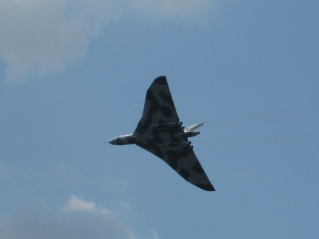 vulcan fly-past - amazing, raf, war, british, agile, cold, deterrent, jets, vulcan, biggin, icbm, bomber, hill