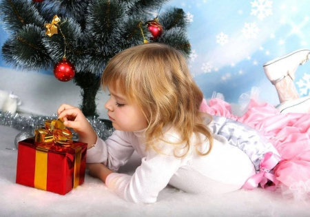 Christmas - christmas eve, pretty, christmas tree, christmas balls, beautiful, xmas, sweet, kid, hair, little girl, beauty, face, christmas star, star, lovely, christmas, christmas ball, christmas gift, gift, happy, cute, girl, merry christmas, balls, eyes