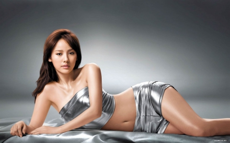 Lee Hyori - brunette, silver material, hyori, entertainer, lee, ROK