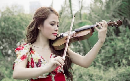 Asian girl playing a violin - Models Female & People