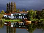 *Lake house*