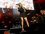 Carrie Underwood - Leggy in little black dress.