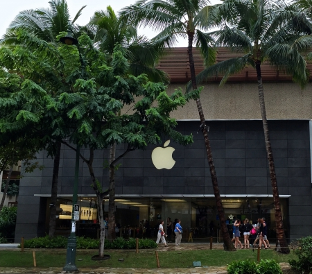 e14963b29 Apple shop Waikiki Beach