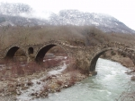 Τhree-arched stone bridge