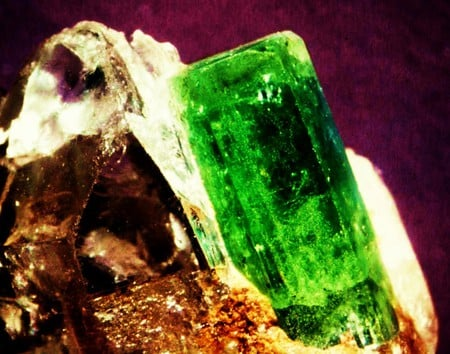 Beryl Emerald Gemstone - beryl is the family, emerald is the name