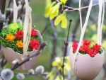 Hanging eggs with flowers