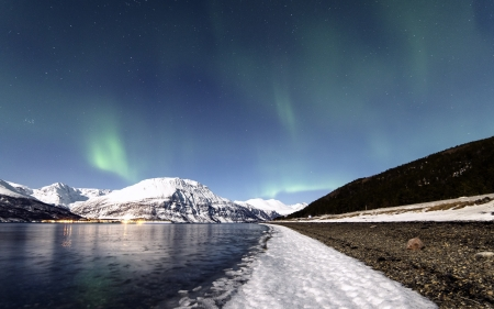 Aurora Borealis - aurora, beautiful, sky, forces of nature, lights, water, snow, mountains, northen lights, nature, aurora borealis
