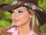 BEAUTIFUL BLONDE COWGIRL