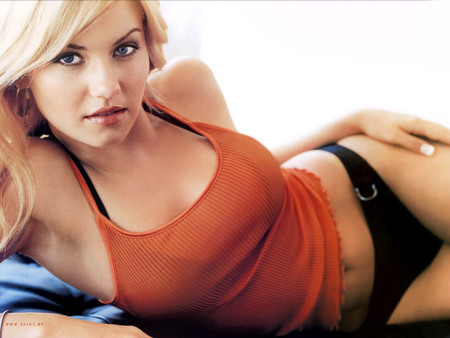 Sexy Elisha Cuthbert Laying On Her Side - model female, elisha cuthbert, decrypt me, hd dvd, cuthbert, sexy, women, elisha, midriff, actress, orange spaghetti, heaven, beauty, fashion, hex key